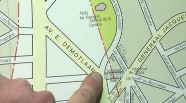L'Avenue Emile Duray, où habite Emile Schmieman, traverse Bruxelles-Ville (à gauche des pointillés) et Ixelles (à droite des pointillés) et est aussi à deux pas de routes gérées par la Région cette fois (en jaune)
