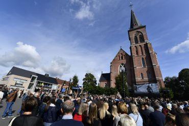 Famille, amis, coéquipiers et anonymes rendent un dernier hommage à Bjorg Lambrecht