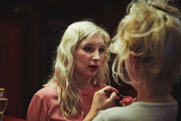 Regardez le clip de 'Malade' d'Alice on the Roof et les photos du tournage