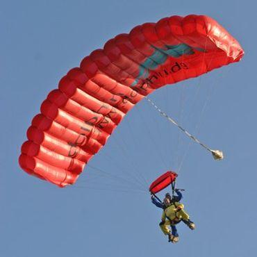 Découvrez la chute libre et le parachutisme en tandem.