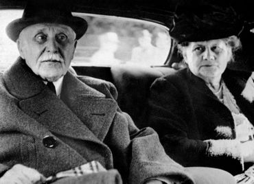 Philippe Pétain et son épouse, en 1945