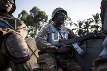 Un casque bleu Sud-africain de la MONUSCO pendant une patrouille dans la région de Beni.