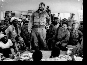 Castro rencontre des ouvriers d'usine (1965)