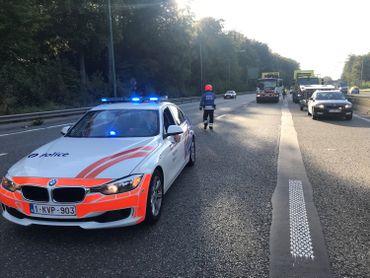 9h30, les automobilistes du Carrefour Léonard son déviés vers le ring, l'accès à Delta est bloqué