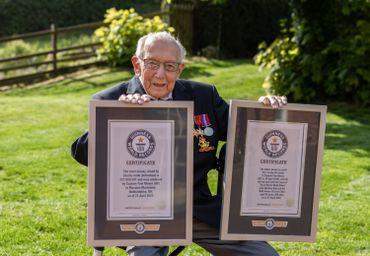 Captain Tom et son Guinness Book des Records, le 24 avril