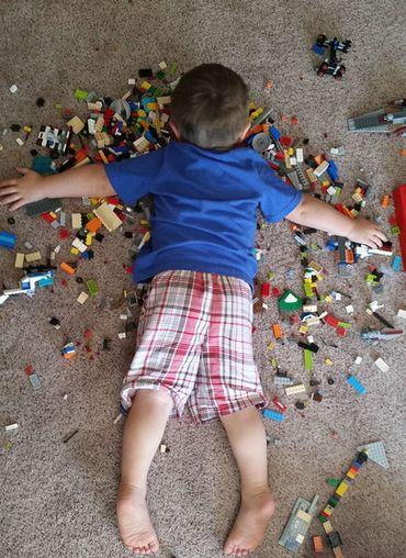 10 photos qui montrent que les enfants s'endorment vraiment partout