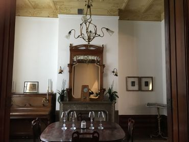 La salle à manger de l'Hôtel Frison.