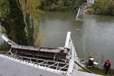 """Effondrement d'un pont près de Toulouse: une adolescente tuée et """"probablement plusieurs disparus"""""""