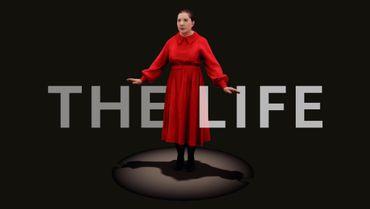 """Pour """"The Life"""", l'hologramme de l'artiste porte la même tenue que dans sa performance """"The Artist is Present"""""""