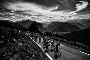 Les difficultés s'annoncent pour le Tour de France, à l'image de celles rencontrées ici par le maillot à pois Julian Alaphilippe dans la montée du Col d'Aspin lors de la 19eme étape du 105eme Tour de France entre Lourdes et Laruns.