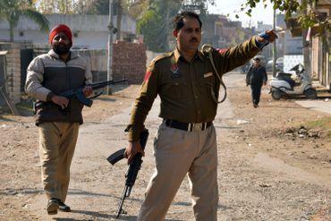 Des islamistes prennent d'assaut une base aérienne indienne près du Pakistan