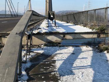 Le soulèvement du pont a entraîné sa fermeture.