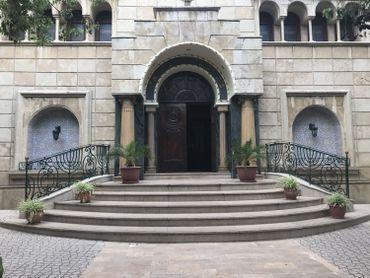 """Synagogue de Bethel à Casablanca. La ville à elle seule compte 23 synagogues. 625 saints juifs sont enterrés au Maroc et font l'objet de """"hiloula"""" (pèlerinages) chaque année."""