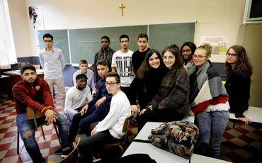 Des élèves de rhéto à l'institut Saint-Michel... un poil désabusés