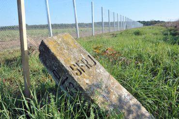 Dès juillet 2015, la Hongrie a érigé une clôture sur ses frontières avec la Serbie et la Croatie afin d'endiguer le flux de réfugiés.