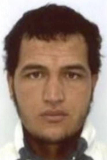 Attaque de Berlin: l'Allemagne chercher Anis Amri, offre une récompense de 100 000 euros