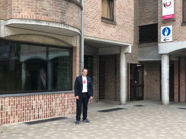 Nicolas Segguier, responsable sécurité à l'UCL, devant ce qui sera le futur commissariat.