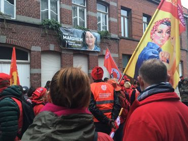 Travailleurs et syndicats s'étaient donnés rendez-vous devant le domicile de Marie-Christine Marghem, la ministre de l'Energie.