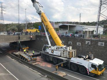 Accident au pont-barrage d'Ivoz-Ramet: impressionnante évacuation du convoi exceptionnel