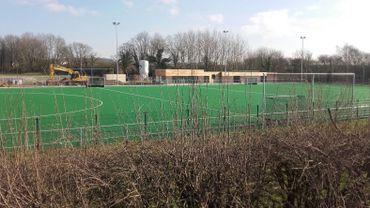 Le nouveau terrain de hockey, et ses infrastructures, se situe le long de la chaussée de Huy, à Orbais/Odenge.