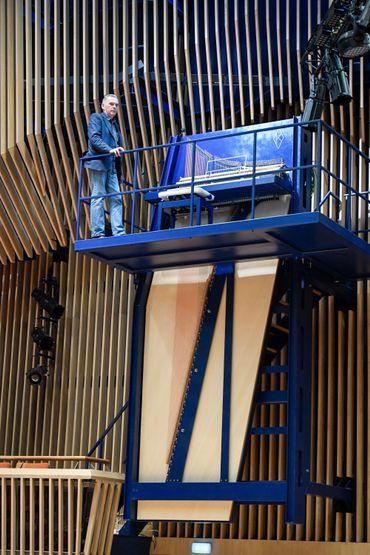 L'un des plus grands pianos à queue au monde prend ses quartiers en Lettonie
