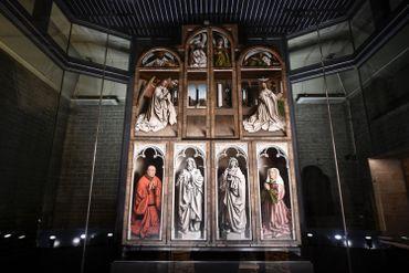 """La restauration de """"l'Adoration de l'agneau"""" fait chatoyer les couleurs des frères van Eyck"""