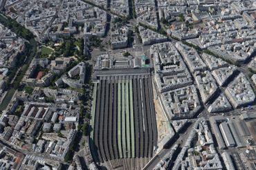 Un photographe a eu la chance exceptionnelle de survoler Paris: découvrez ses clichés