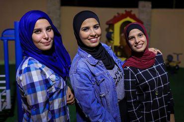 Abeer avec ses soeurs, en Palestine