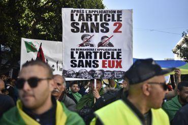 Algérie: foule immense à Alger pour demander le départ de Bouteflika