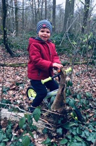 Louis adore se balader en forêt