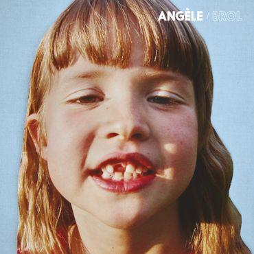 """Le fol été d'Angèle raconté comme un documentaire sur """"les grosses loutres"""""""