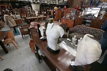 La société est spécialisée dans la location des objets et décor de cinéma depuis les années 1950.