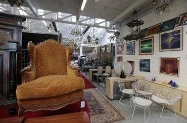En 2014, Locatema avait mis en vente plus de 1500 objets pour vider ses entrepôts et pour des raisons financières.