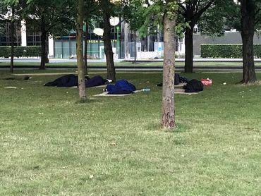 Des centaines de migrants dorment au parc Maximilien à Bruxelles