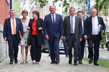 Les ministres qui composeront le gouvernement Borsus sont arrivés au parlement wallon