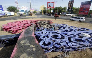 Sculptures mises à terre lors d'une manifestation en avril à Managua