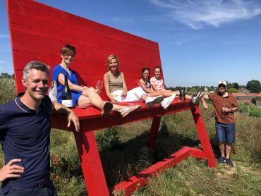 Patrick Carmans, d'origine flamande, est installé à Hélécine avec sa famille depuis 2009 et a planté un vignoble dans le village, un projet autour duquel il veut rassembler les gens du village