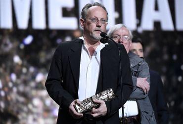 """Yve Hinant au micro des César après avoir reçu le prix du meilleur documentaire pour """"Ni juge, ni soumise"""""""