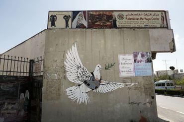 Dans les territoires palestiniens, Banksy est considéré comme un porte-drapeau