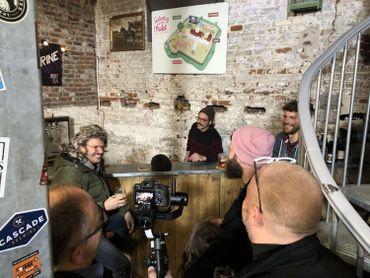 Le tournage très festif à la Brasserie du Borinage