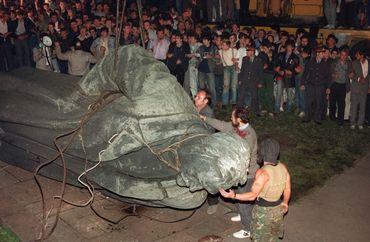 Démontage de la statue de Felix Dzerjinski à Moscou en 1991