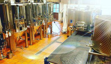 La brasserie Saint-Lazare met au point des recettes uniques couvrant une large gamme de bières artisanales.