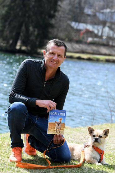 """Dion Leonard raconte son incroyable aventure dans un livre intitulé """"Gobi et moi""""."""