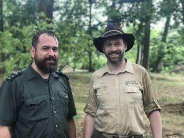 Willy Van de velde (garde forestier de Bruxelles Environnement) et Patrick Huvenne (gestionnaire régional de l'Agence flamande pour la nature et les forêts)