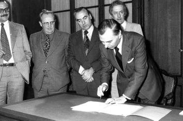 Signature du Pacte d'Egmont en 1977
