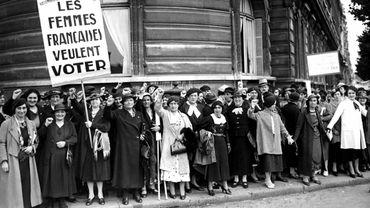 La France accorde aux femmes le droit de voter en 1944.