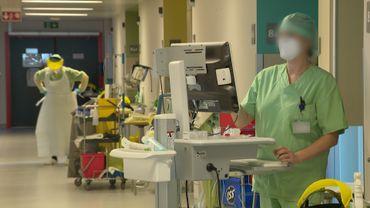 Le personnel soignant portent les maques type FFP2 dans les unités Covid