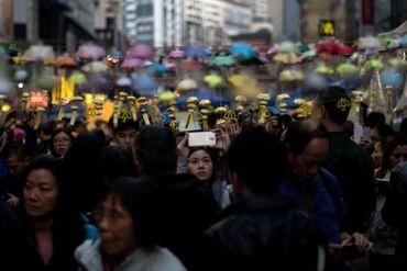 """Installation artistique de petits parapluies, en 2014 (Hong Kong avait été le théâtre d'une """"révolution des parapluies"""")"""