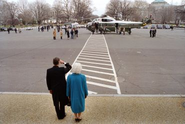 George et Barbara Bush regardent partir le couple Reagan, le 20 janvier 1989