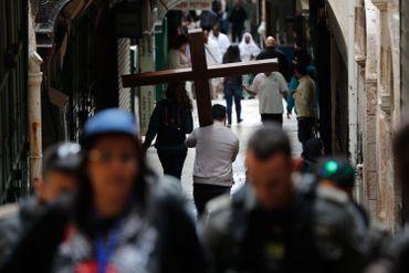Pèlerin dans les rues de Jérusalem, le 14 avril 2017